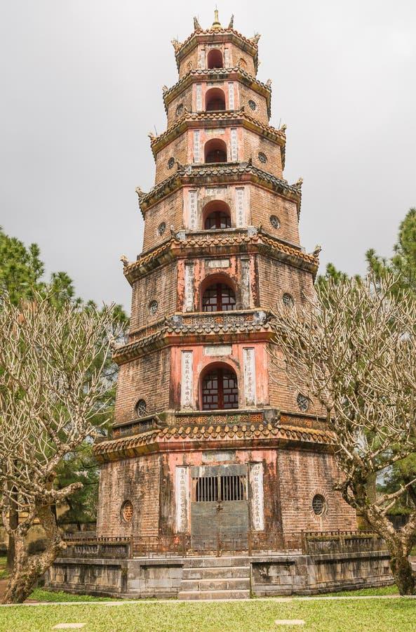 O pagode de Celestial Lady em Hue Vietnam - Chua Thien Mu imagens de stock royalty free
