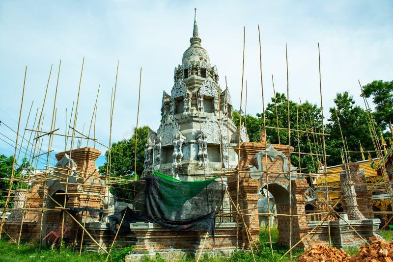 O pagode que ainda está em construção no templo Phra Nang Din imagem de stock