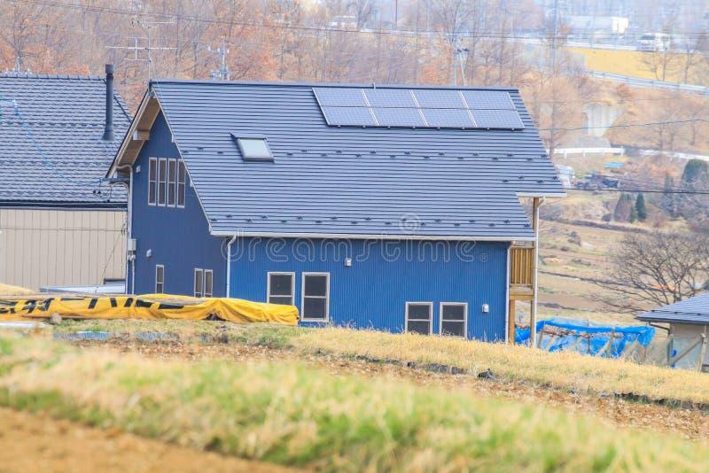O painel solar, os módulos fotovoltaicos para a inovação esverdeia a energia FO foto de stock royalty free