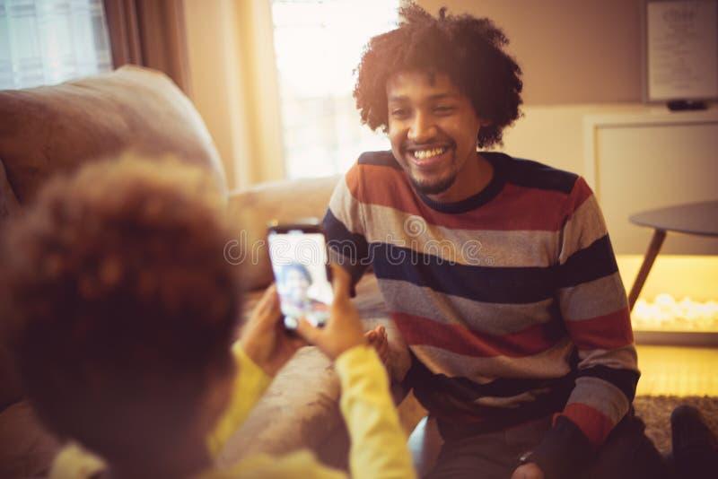 O paizinho, dá-me um sorriso para a imagem a mais bonita foto de stock royalty free
