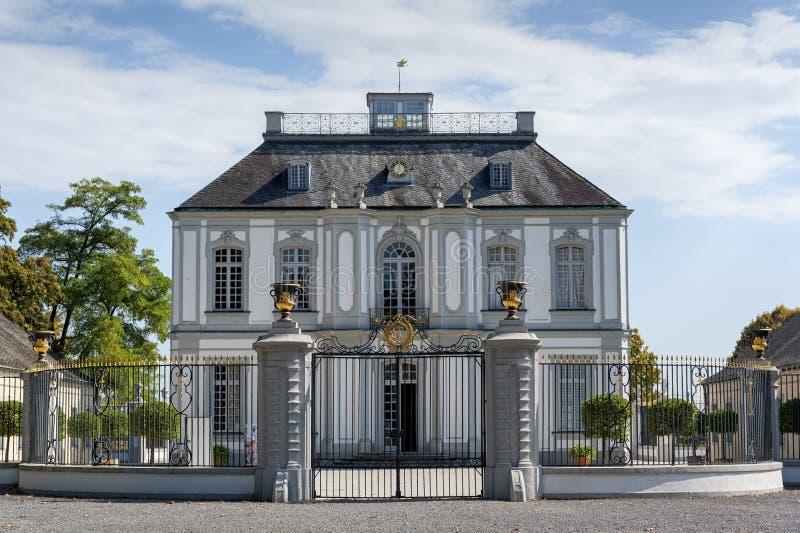O palácio de Falkenlust os palácios de Falkenlust é um complexo de construção histórico em hl do ¼ de BrÃ, Reno-Westphalia norte imagem de stock royalty free