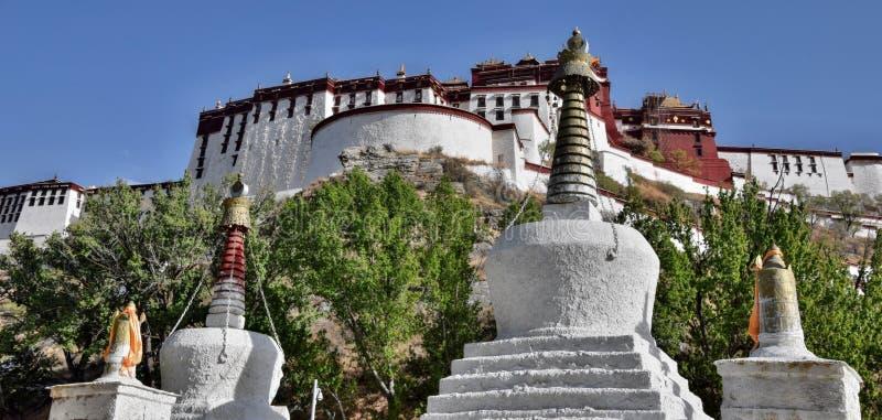 O palácio de Potala em Lhasa, região autônoma de Tibet, China foto de stock