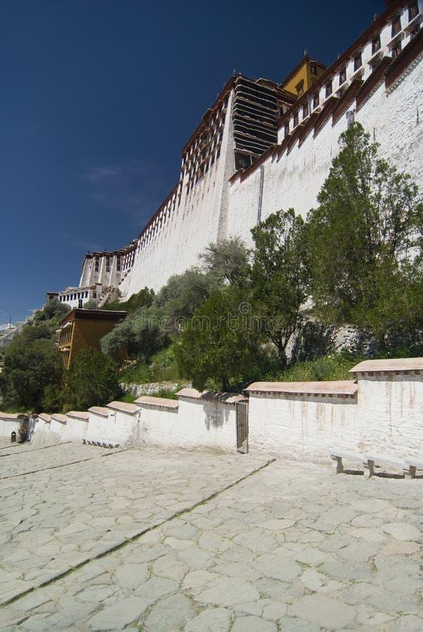 O palácio de Potala mura Tibet imagem de stock royalty free