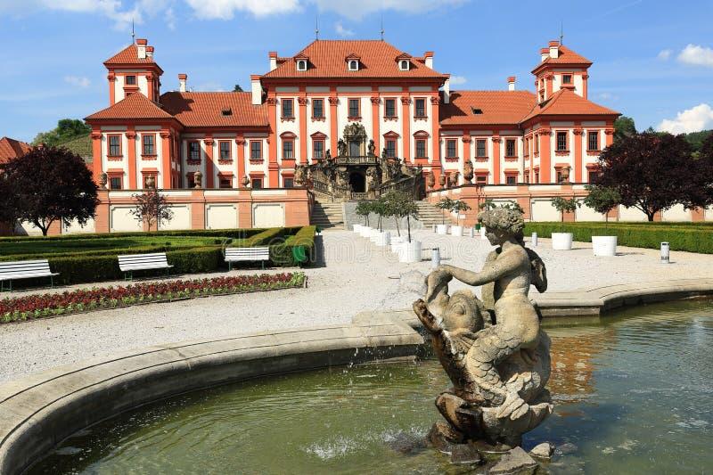 O palácio de Troja é um palácio barroco situado em Troja, a cidade noroeste de Praga (República Checa) imagem de stock