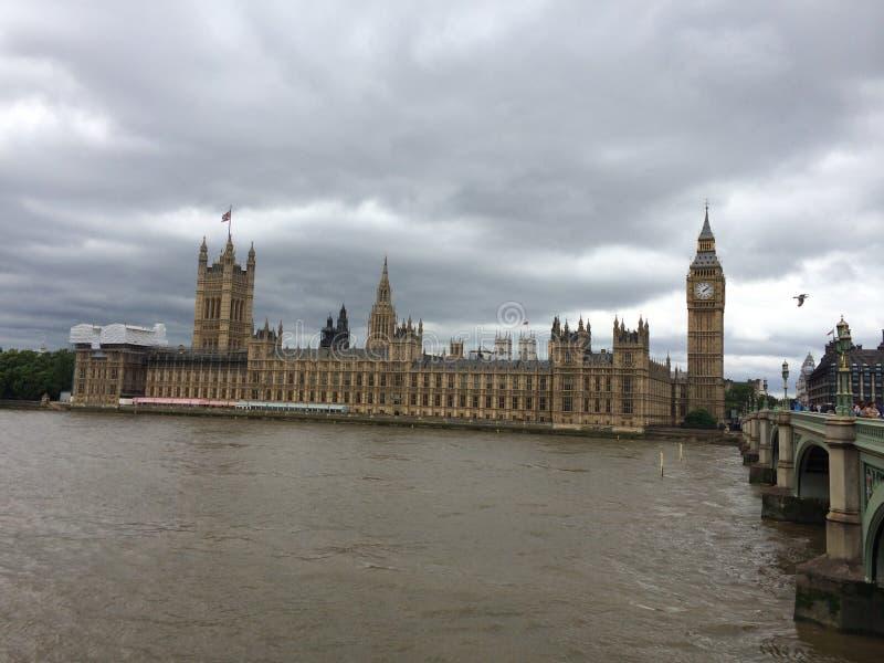O palácio de Westminster - o parlamento do Reino Unido fotos de stock