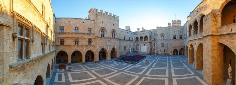O palácio do panorama do grão-mestre os cavaleiros o Rodes é castelo medieval na cidade imagem de stock royalty free