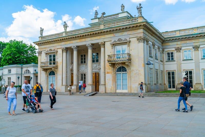 O palácio dos banhos nos banhos reais de Varsóvia estaciona imagens de stock