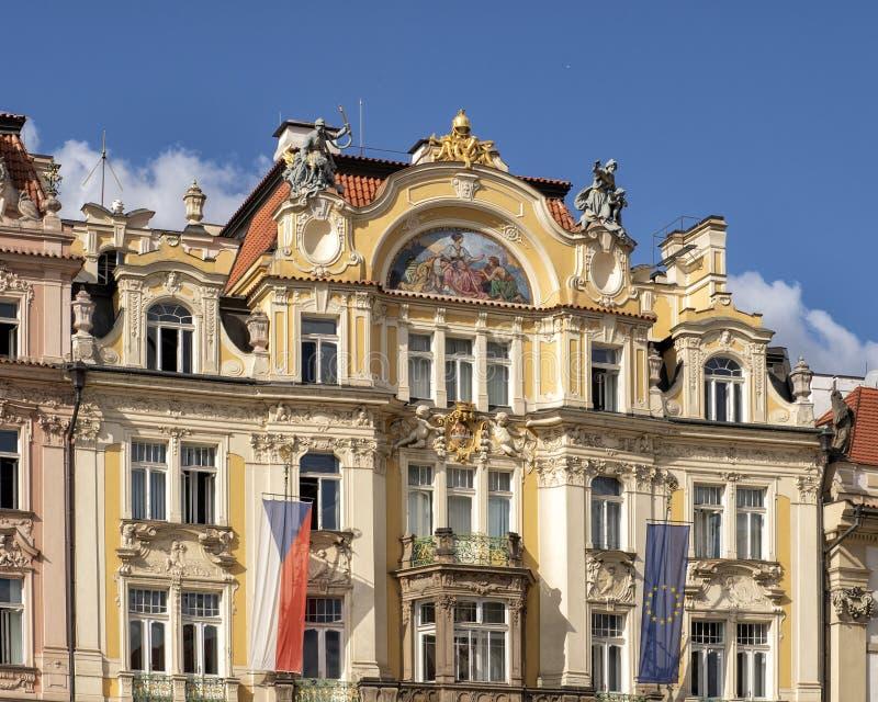 O palácio dos Municipal anteriores Seguros Companhia, lado norte da praça da cidade velha, Praga, República Checa fotos de stock