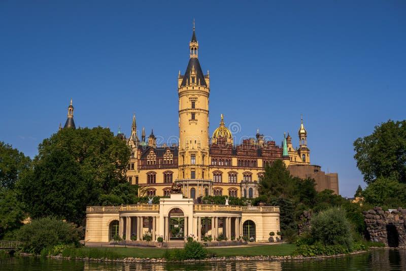 O palácio e os jardins de Schwerin imagens de stock royalty free
