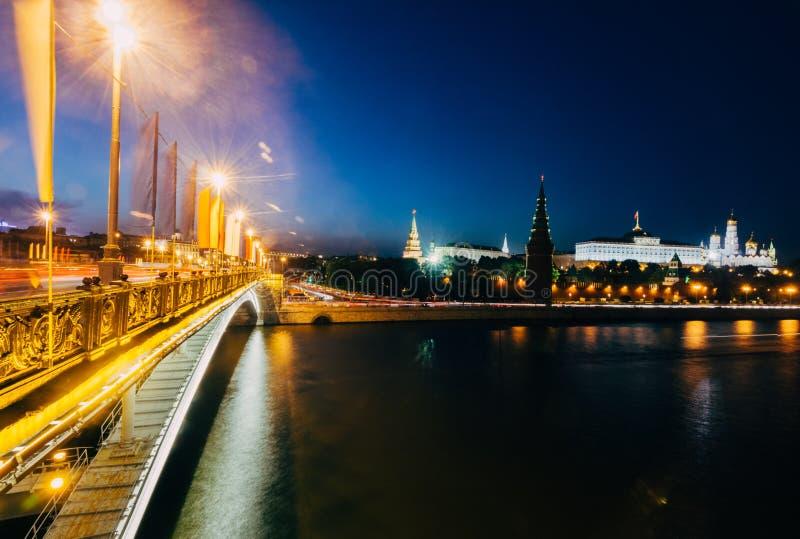 O palácio grande do Kremlin na noite foto de stock