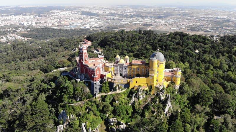 O pal?cio de Pena, um castelo do Romanticist na municipalidade de Sintra, distrito de Portugal, Lisboa, Lisboa grandioso, vista a imagens de stock royalty free