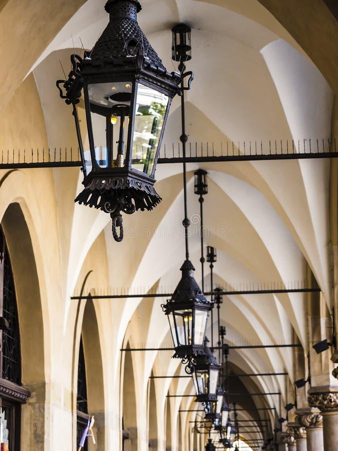 O pano Salão e mercado no mercado no Polônia de Krakow fotos de stock royalty free
