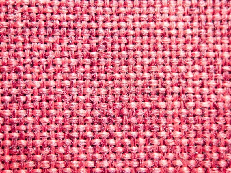 O pano vermelho da fibra, fecha-se acima do olhar na fibra entrelaçada e torcida da corda, pano da textura fotos de stock