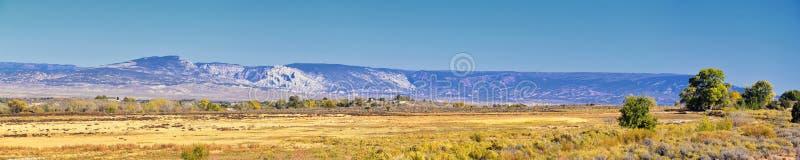 O panorama ajardina vistas da estrada à área e ao reservatório de recreação nacional do desfiladeiro do ardor que conduzem o nort imagem de stock royalty free