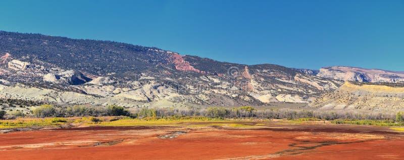 O panorama ajardina vistas da estrada à área e ao reservatório de recreação nacional do desfiladeiro do ardor que conduzem o nort imagens de stock royalty free