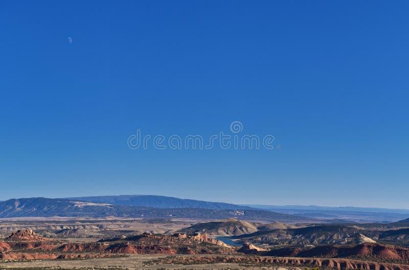 O panorama ajardina vistas da estrada à área e ao reservatório de recreação nacional do desfiladeiro do ardor que conduzem o nort imagens de stock
