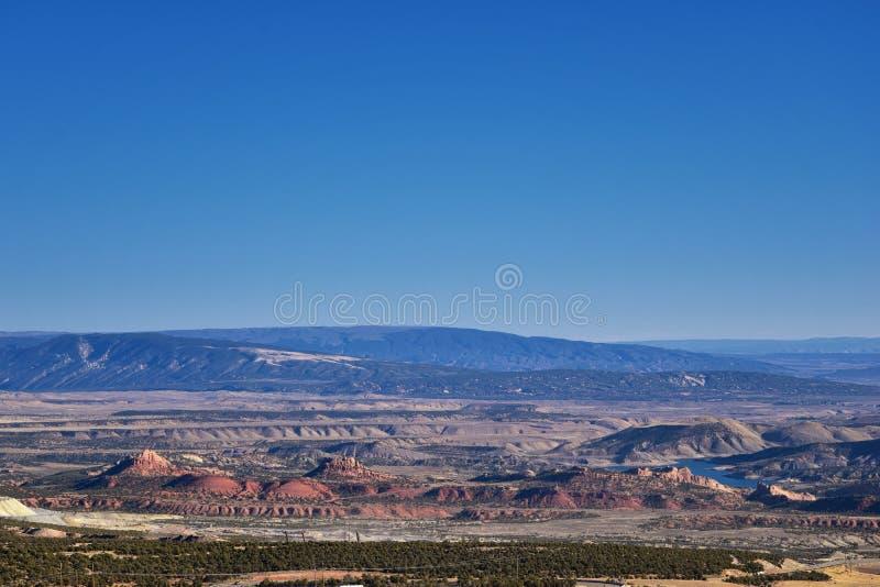 O panorama ajardina vistas da estrada à área e ao reservatório de recreação nacional do desfiladeiro do ardor que conduzem o nort fotografia de stock