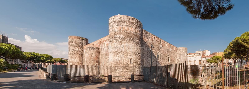O panorama do Castello Ursino, igualmente conhecido como di Catania de Castello Svevo, é um castelo em Catania imagens de stock royalty free