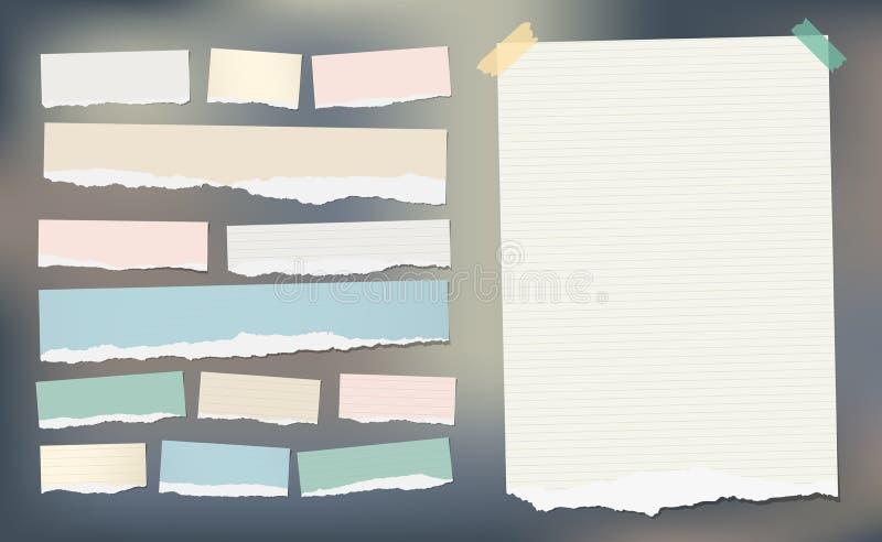 O papel listrado rasgado branco e colorido, a folha do caderno para a nota ou a mensagem colaram com fita pegajosa ilustração stock