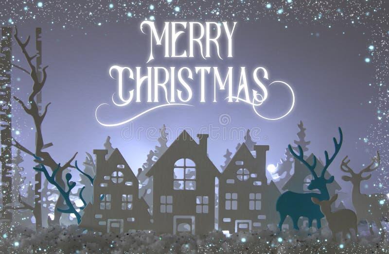 O papel mágico do Natal cortou a paisagem do fundo do inverno com casas, árvores, cervos e neve na frente do fundo das luzes bran foto de stock royalty free