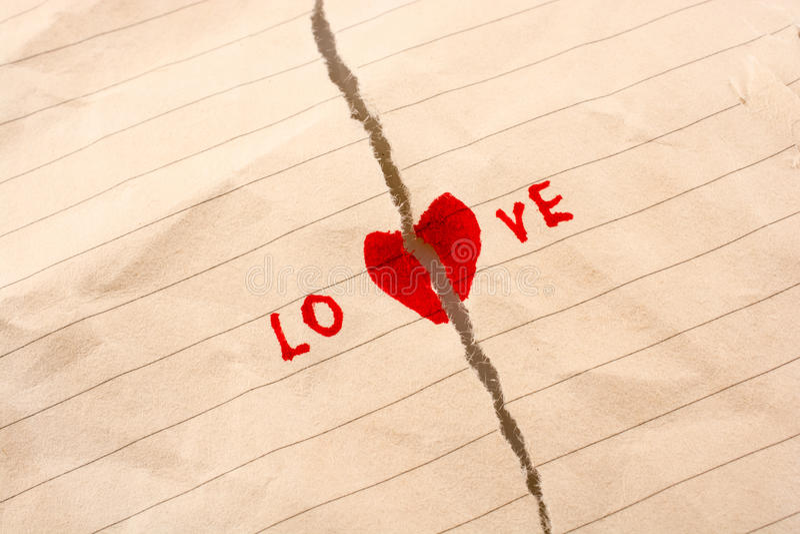 Download O papel rasgado diz o amor foto de stock. Imagem de furo - 80101662