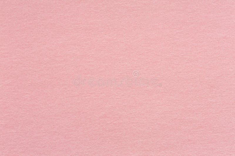 O papel reciclado do ofício textured o fundo na luz - velho cor-de-rosa aumentou fotografia de stock