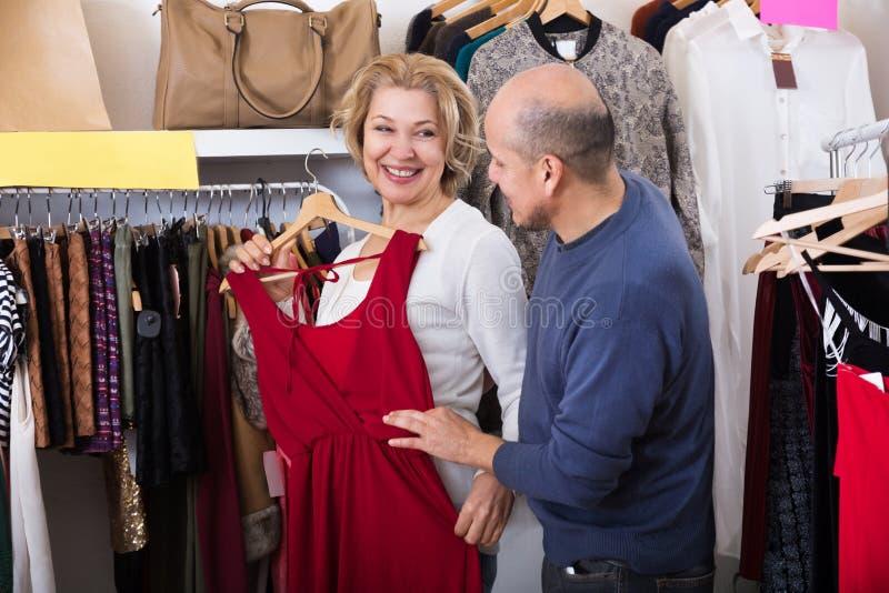 O par compra alguns vestidos imagem de stock royalty free