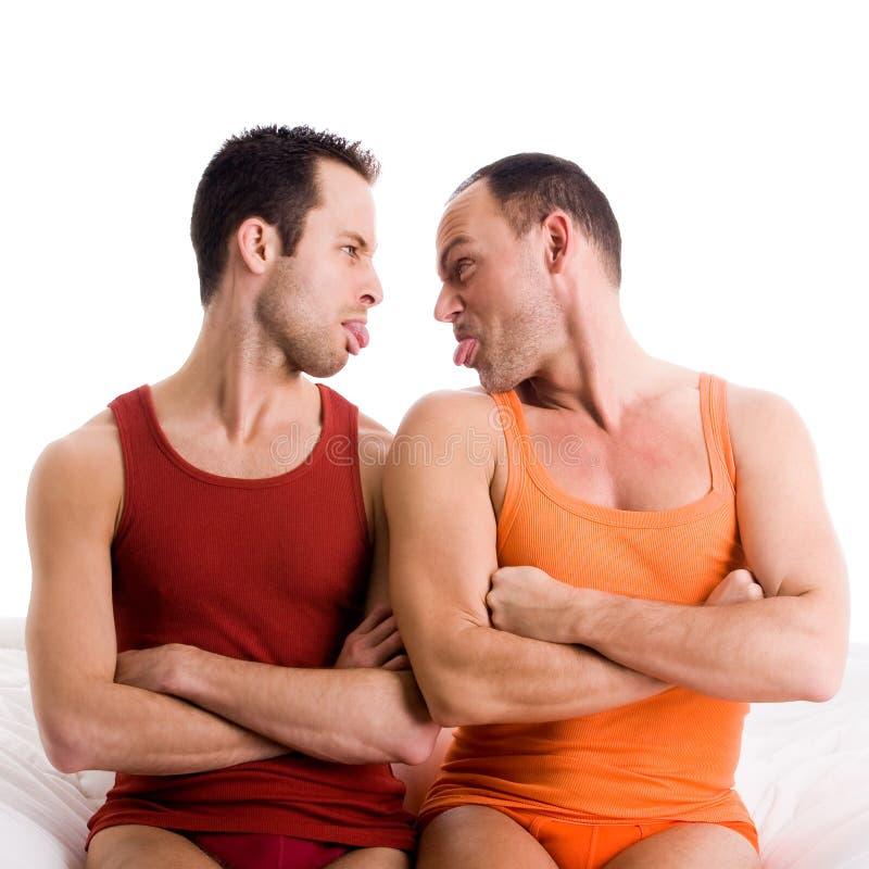 O par do homo fura o tonque para fora fotografia de stock