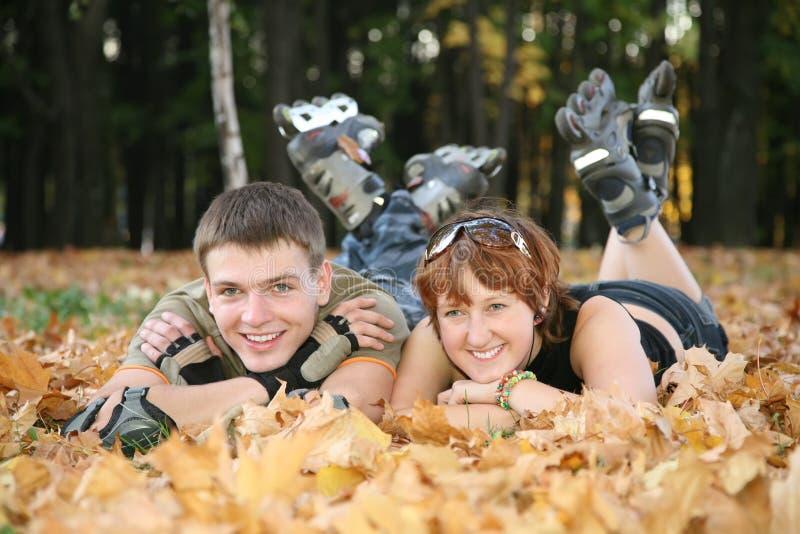 O par do rolo encontra-se no parque 2 foto de stock royalty free