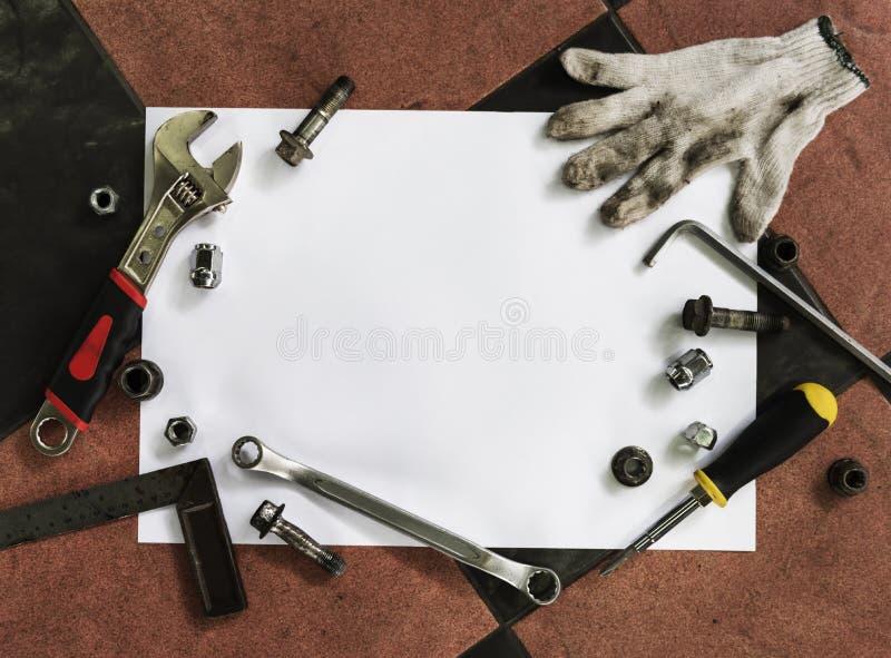 O parafuso das ferramentas prega o conceito mecânico da graxa dos parafusos foto de stock royalty free