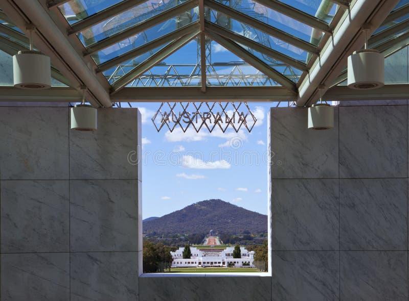 O parlamento abriga ao memorial da guerra fotografia de stock