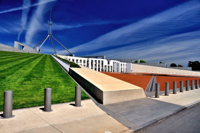 O parlamento abriga a opinião lateral de Canberra Austrália imagens de stock