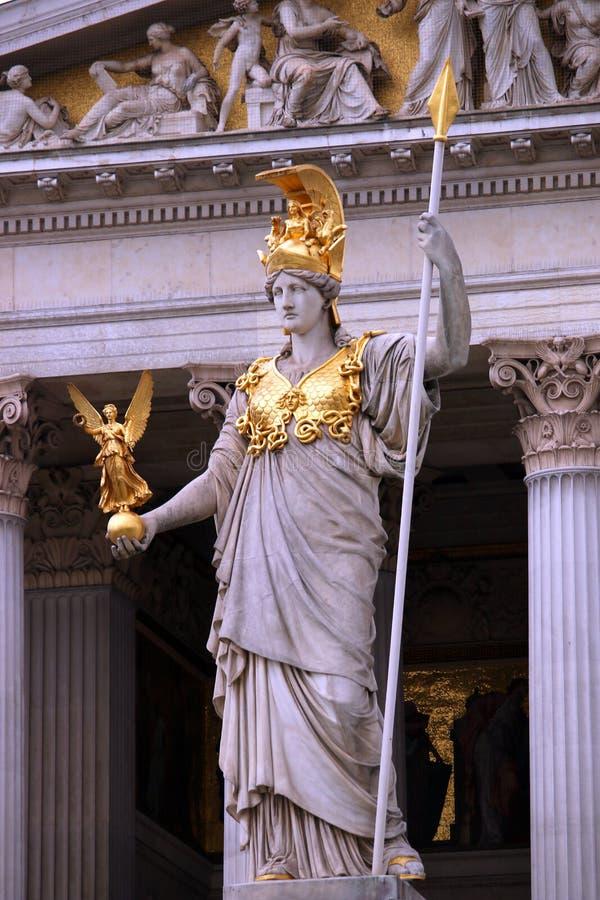 O parlamento austríaco Viena da estátua de Pallas Athena imagens de stock royalty free