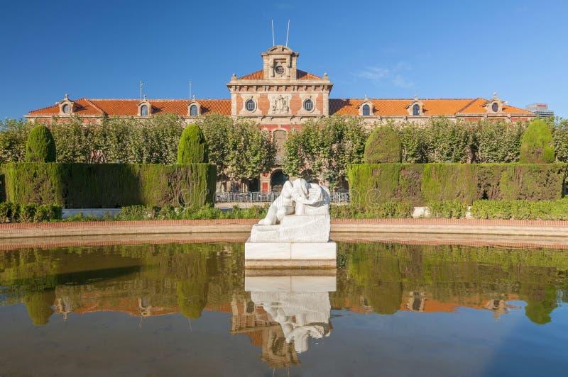 O parlamento de Catalonia no Placa Armes, Parc de la Ciutadella, Barcelona, Catalonia, Espanha foto de stock royalty free