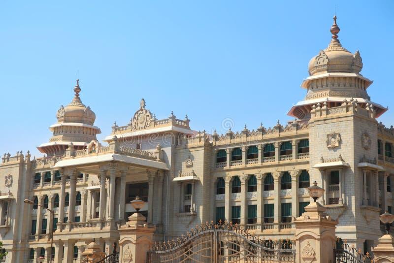 O parlamento do estado de Karnataka abriga na cidade de Bangalore, Índia fotos de stock royalty free