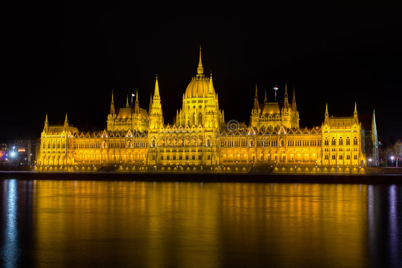 O parlamento húngaro na noite, Budapest foto de stock royalty free