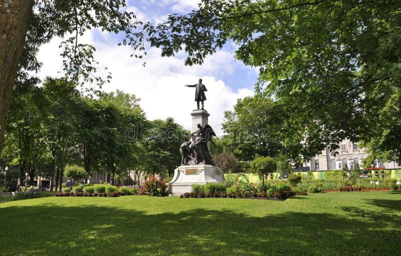 O parlamento jardina monumento de Cidade de Quebec em Canadá foto de stock royalty free