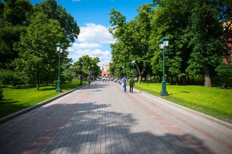 O parque central da recreação na capital de Rússia Moscou nomeou o ` Aleksandrovsky triste ` Este é o ponto de férias favorito do imagem de stock