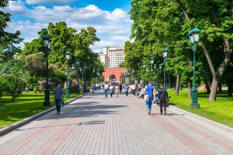 O parque central da recreação na capital de Rússia Moscou nomeou o ` Aleksandrovsky triste ` Este é o ponto de férias favorito do fotografia de stock