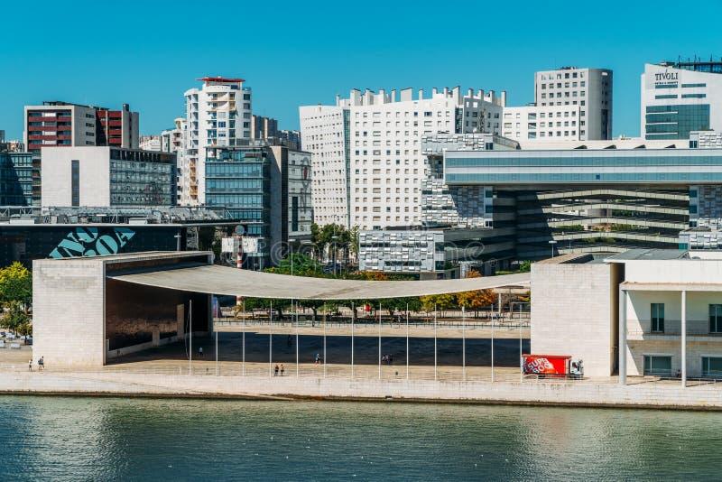 O parque de Parque DAS Nacoes das nações em Lisboa é um centro cultural moderno e um lugar para o shopping, o Pavillion e hotéis foto de stock royalty free