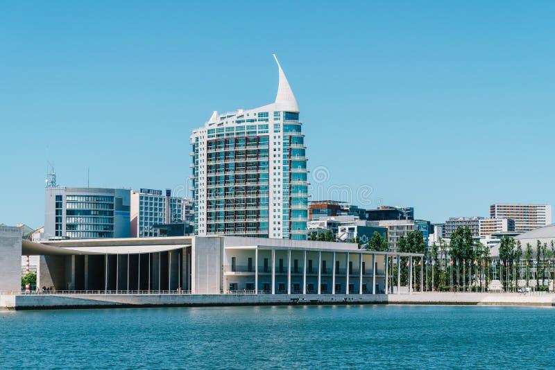 O parque de Parque DAS Nacoes das nações em Lisboa é um centro cultural moderno e um lugar para o shopping, o Pavillion e hotéis imagens de stock royalty free