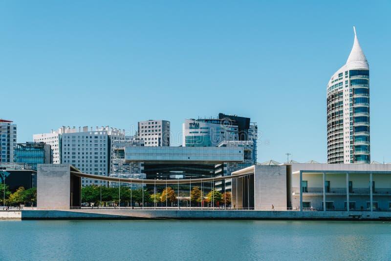 O parque de Parque DAS Nacoes das nações em Lisboa é um centro cultural moderno e um lugar para o shopping, o Pavillion e hotéis fotografia de stock