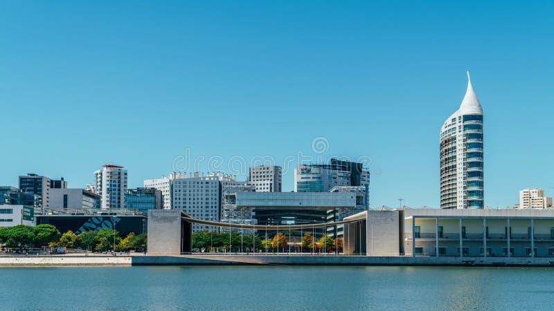 O parque de Parque DAS Nacoes das nações em Lisboa é um centro cultural moderno e um lugar para o shopping, o Pavillion e hotéis imagem de stock royalty free