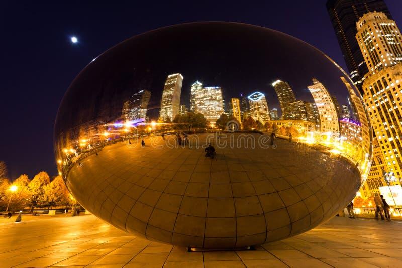 O parque do milênio em Chicago da baixa foto de stock