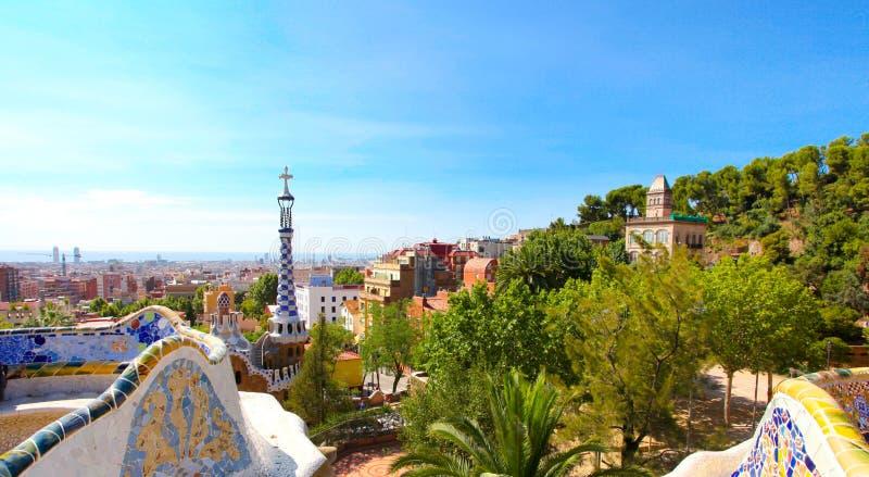 O parque famoso Guell do verão em Barcelona imagens de stock royalty free