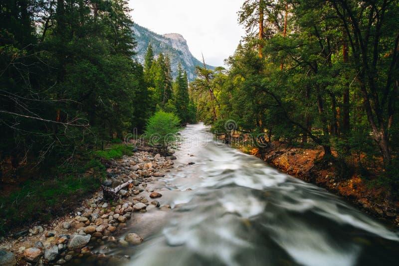 O parque nacional de Yosemite é um parque nacional do Estados Unidos imagens de stock
