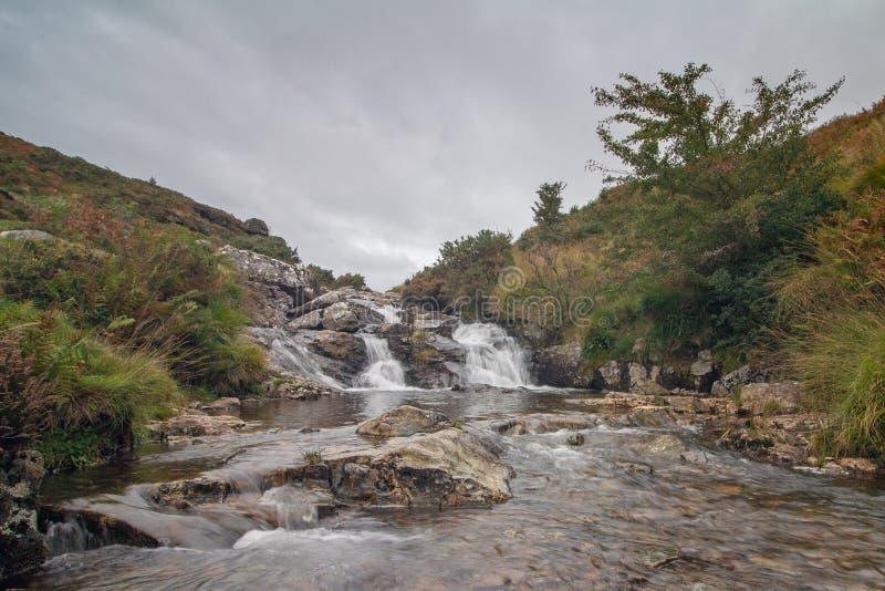 O parque nacional do LYD Dartmoor do rio foto de stock