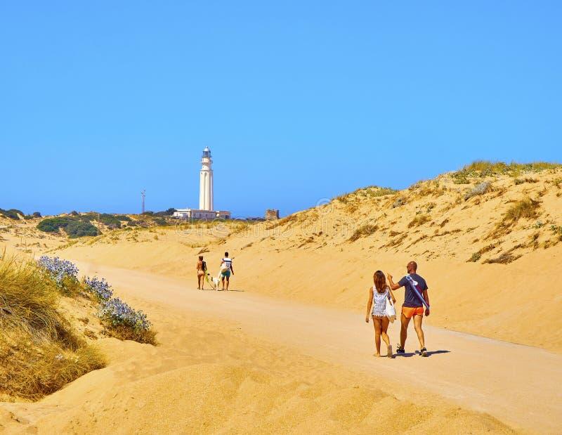 O parque natural do cabo de Cabo de Trafalgar com o farol famoso no fundo Barbate, Espanha imagem de stock royalty free