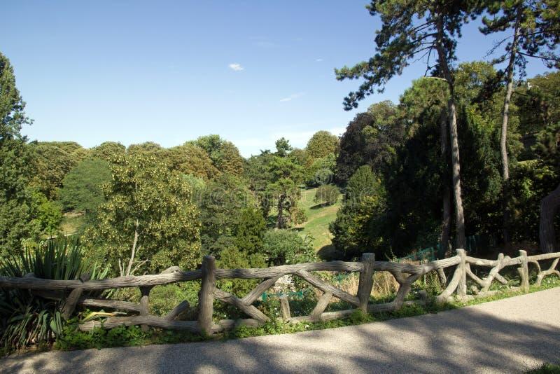 O parque Paris França de Buttes Chaumont imagens de stock