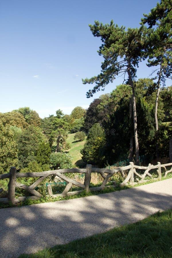 O parque Paris França de Buttes Chaumont imagem de stock royalty free